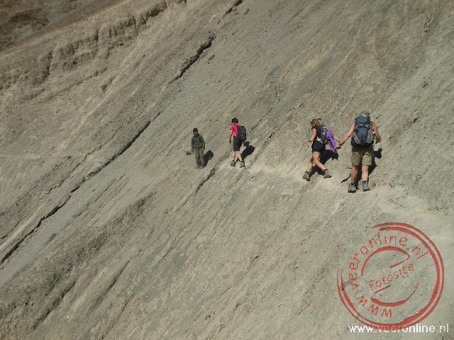 Een steil bergpad tijdens de trekking