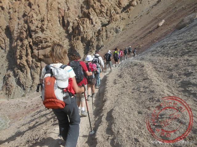 Een wandeling over de smalle paadjes door de bergen