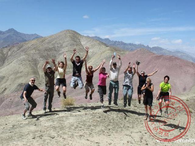 Een groepsfoto op de top in Ladakh