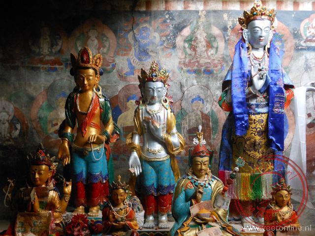Enkele Boeddha beelden in het klooster van Themisgang