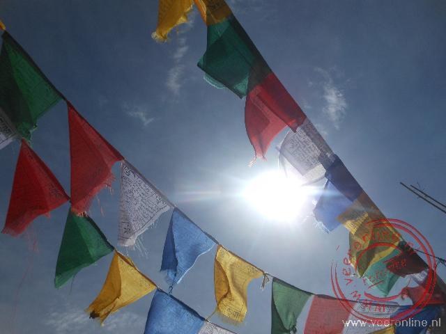 Kleurrijke gebedsvlaggetjes in Ladakh