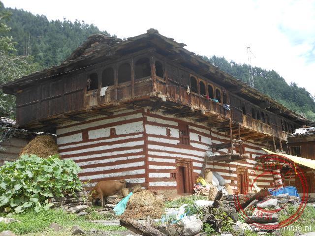 De oude houten huizen van Old Manali