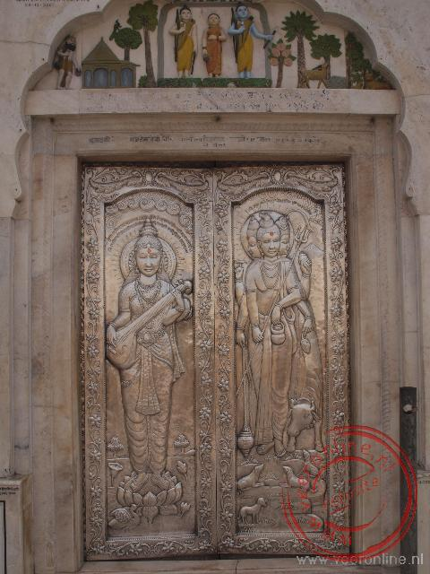 De Sir Durgiana Temple wordt ook wel de Silver Temple genoemd, verwege de zilver ingelegde deuren