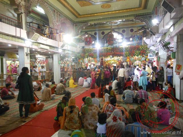 De hoofdruimte van de Mata tempel in Amritsar