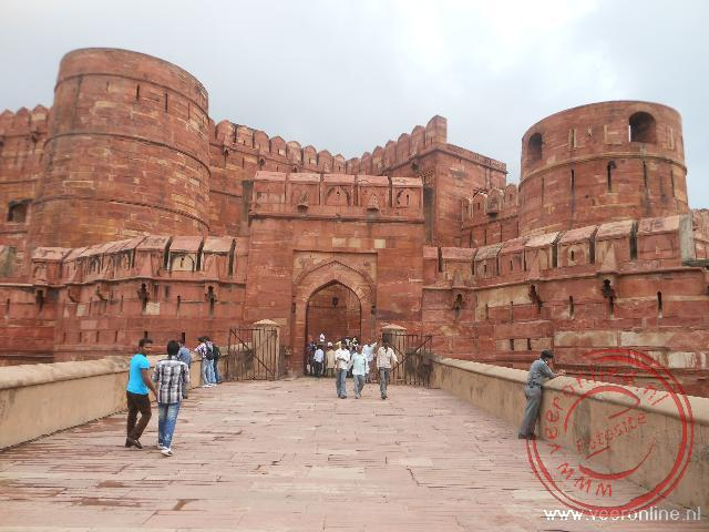 De toegangspoort van het Rode Fort van Agra