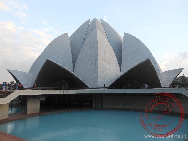 De Lotustempel is een tempel van de Bahá'í-geloofsgemeenschap