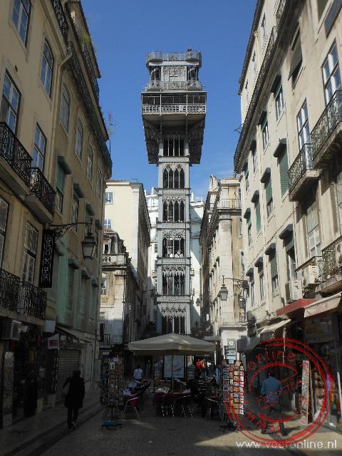 De gietijzeren lift ontworpen door een leerling van Eiffel is de doorgang naar Bairro Alto