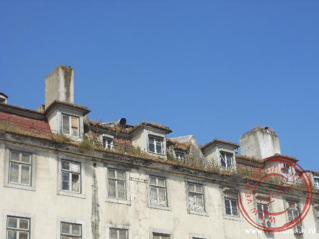 Het voormalige marktgebouw aan de Praça da Figueira is boven de eerste verdieping zwaar vervallen