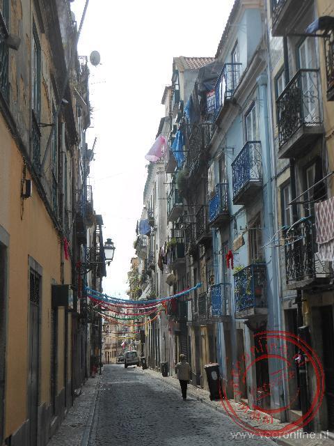 De smalle straten van de wijk Chiado
