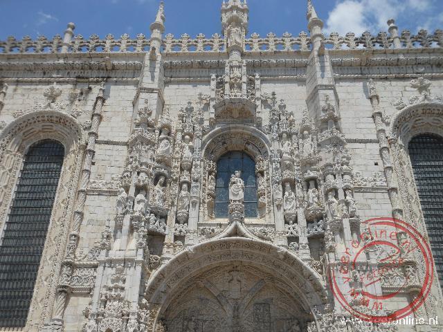 Het indrukwekkende Jerónimos klooster in de wijk Belém