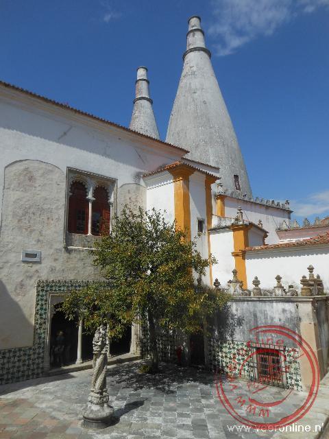 Het vreemd ogende paleis in het centrum van Sintra