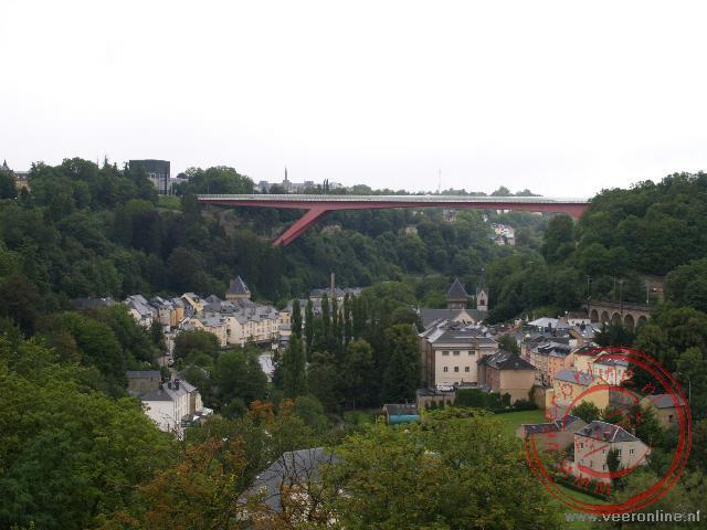 De 74 meter hoge Charlottebrug boven Luxemburg stad