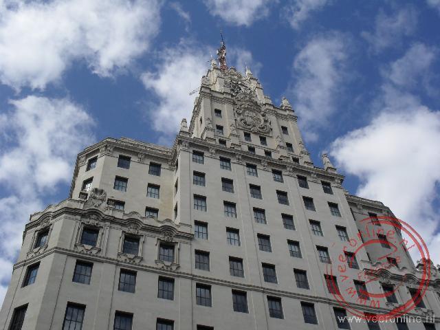 Het gebouw van Edificio Telefónica aan de Gran Via