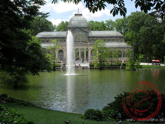 Het Parque de Retiro was vroeger de paleistuin. Tegenwoordig is het openbaar