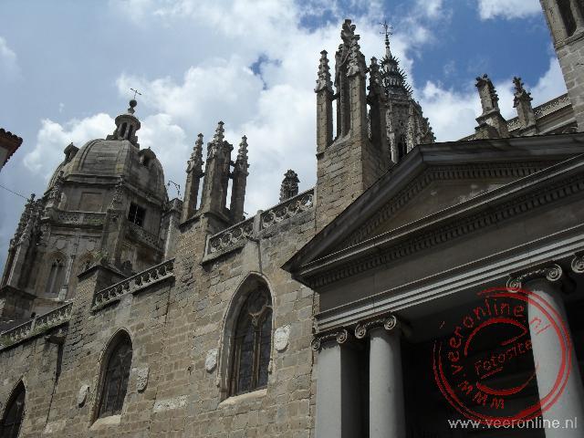 Het enorme schip van de kathedraal