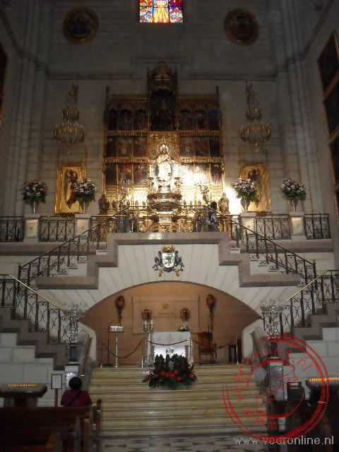 Het prachtige interieur van de Catedral de la Almudena in Madrid