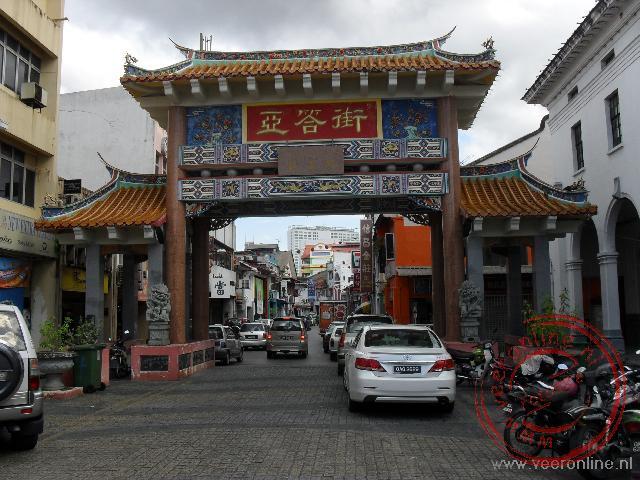 De toegangspoort tot de wijk China Town in Kuching