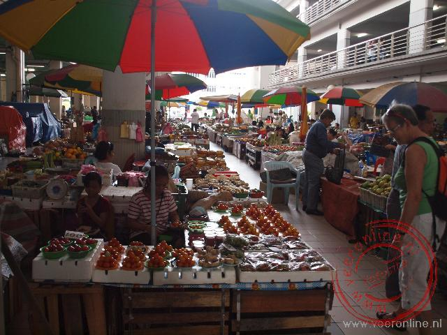 De lokale markt van Sibu Maleisië