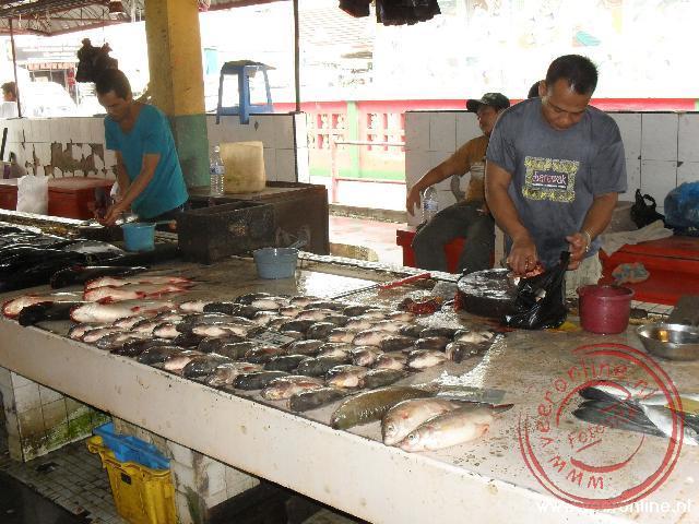 De vismarkt van Miri in Maleisië