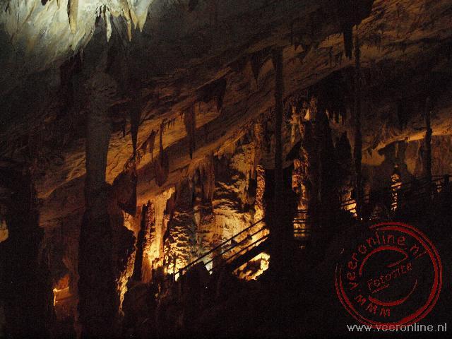 De koningskamer vol met pilaren in de wind cave bij Mulu