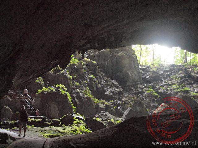 Het licht van prachtig in de Clearwater cave