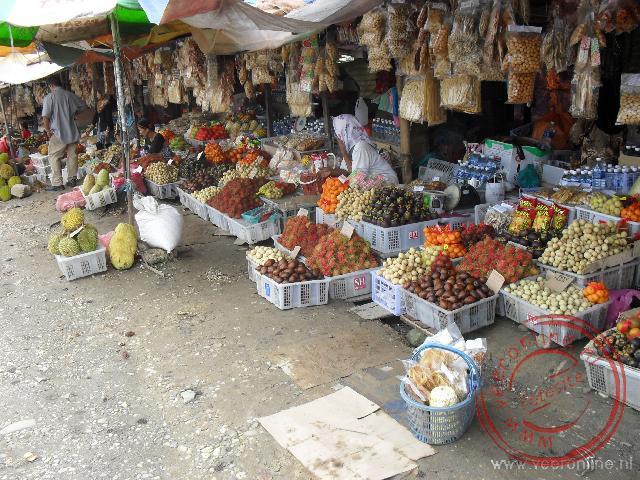 Een lokale fruitmarkt