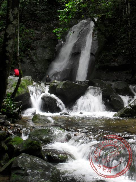 de Kipungit Waterfall bij de Poring Hotspings