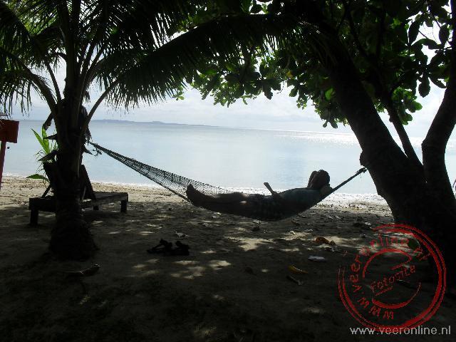 Even lekker liggen in de hangmat op het eiland Pulau Tiga
