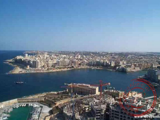 Een uitzicht vanuit de businesstoren op de hoofdstad Valletta