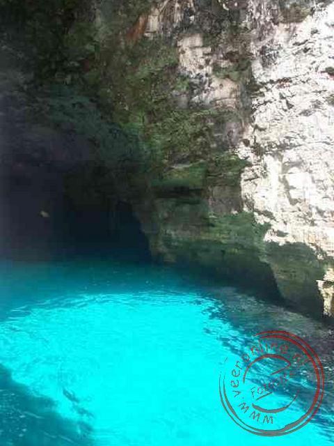 Het prachtige water tijdens de boottocht vanaf het eiland Gozo