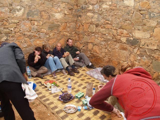 Een lunchplekje voor de picknick op de route naar Tata