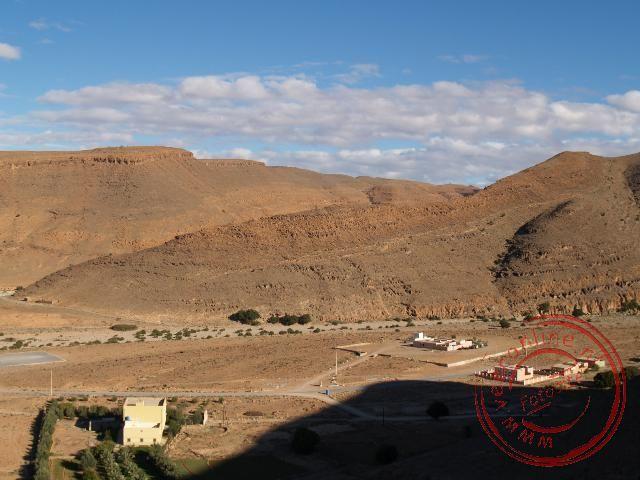 Het hotelletje in Amtoudi gezien vanuit de bergen