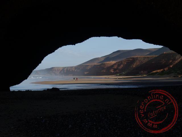 De prachtige rotsbogen op het strand van Legzira Marokko