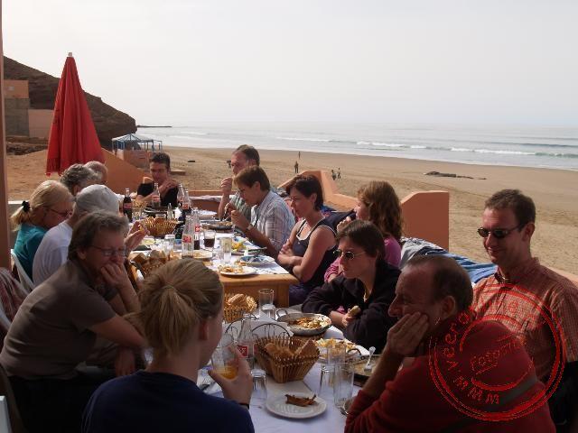 Een lunch bij het strand van Legzira
