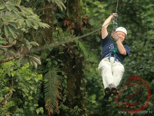 Aan de kabelbaan tussen het nevelwoud van Monteverde door