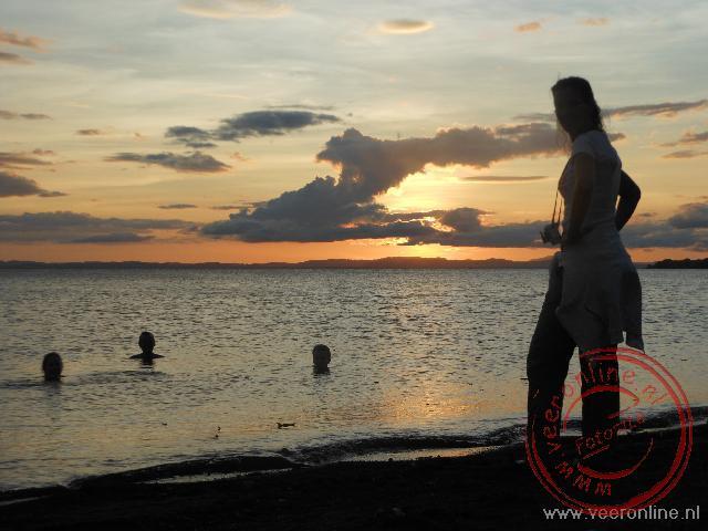 De ondergaande zon bij het Lago Nicaragua