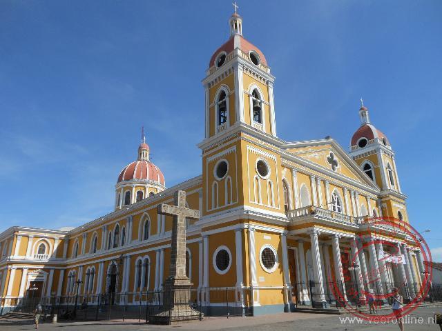 De kathedraal van Granada aan het centrale plein