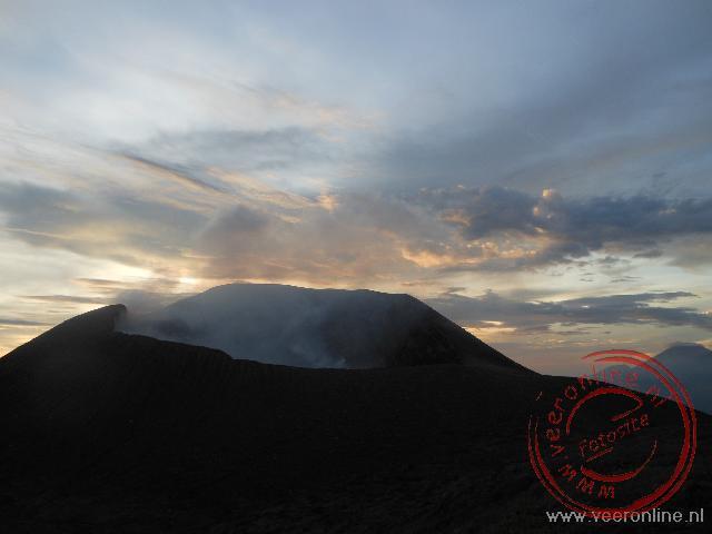 De Telica vulkaan bij avond