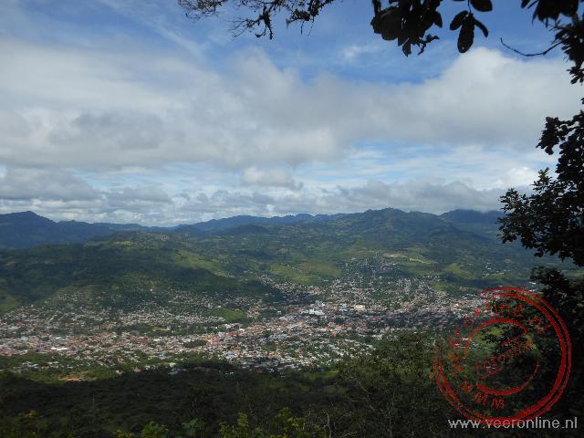 Uitzicht van de berg op de stad Matagalpa