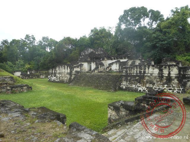 De northern Acropolis van Tikal