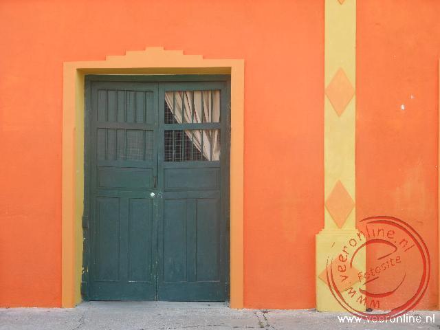 De huizen in Guatemala zijn in mooie kleuren geschilderd