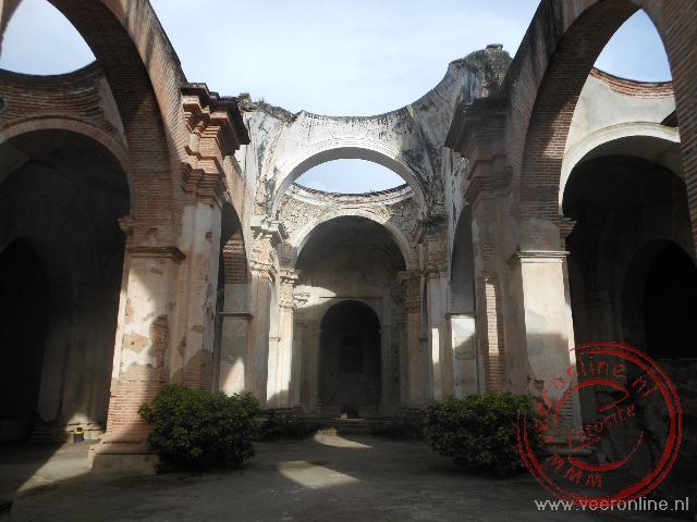 De kathedraal van Antigua is zwaar beschadigd tijdens de aardbeving van 1773