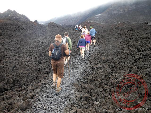 Het beklimmen van de recent uitgebarsten Pacaya vulkaan