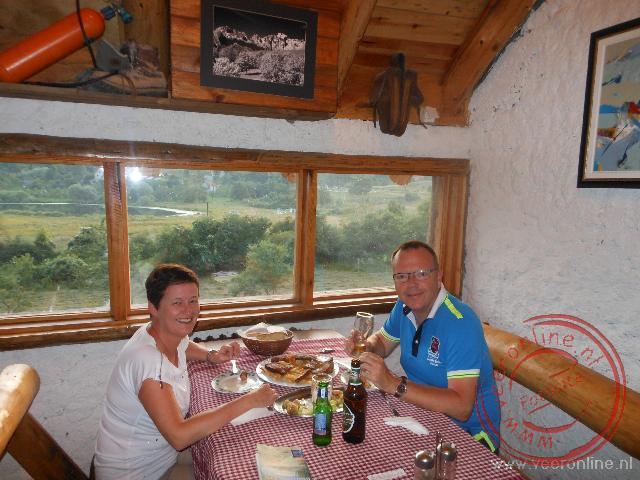 Eten in het restaurant met fraai uitzicht over de omgeving