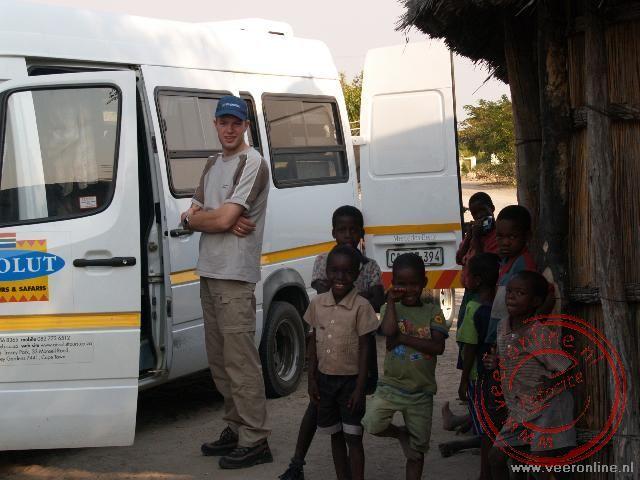 In het dorpje Eshta 13 werd de bagage overgeladen in een 4x4 Jeep