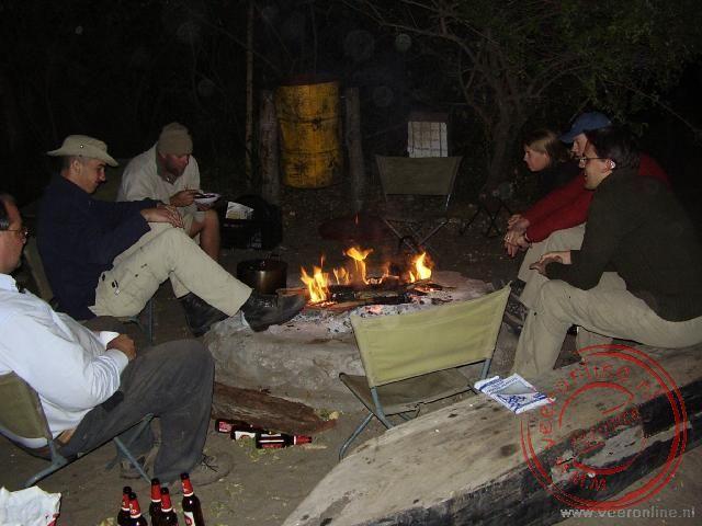 Kampvuur op de Ngepi campsite
