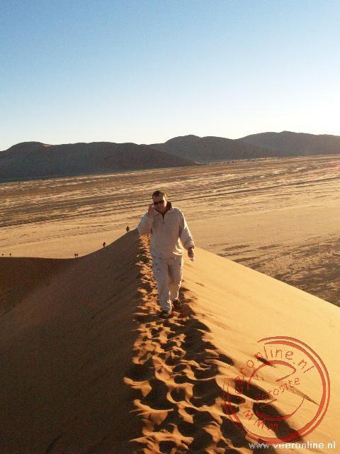 Op de top van de zandduin in Sossusvlei