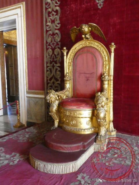 De troon dateert uit 1850