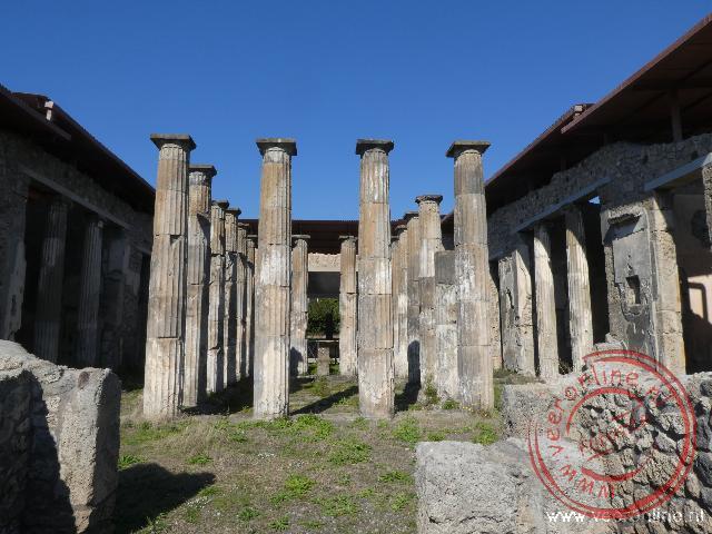 Pilaren rond het Forum in Pompeï