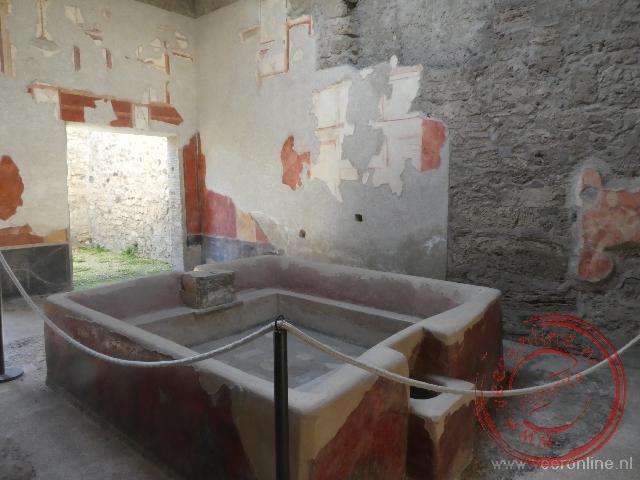 Een badkuip in een van de huizen van Pompeï